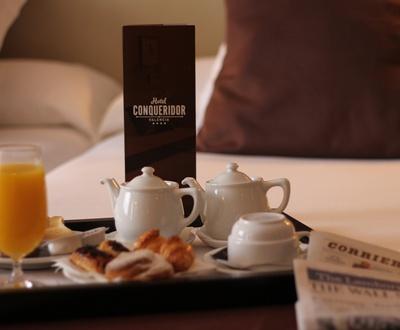 Room Service Conqueridor Hotel